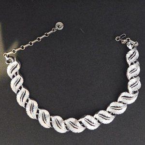 vintage lisner silver tone leaf necklace hook